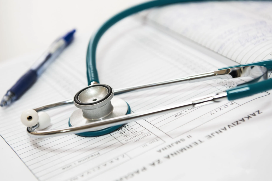 contact via sms patients in the healthcare sector